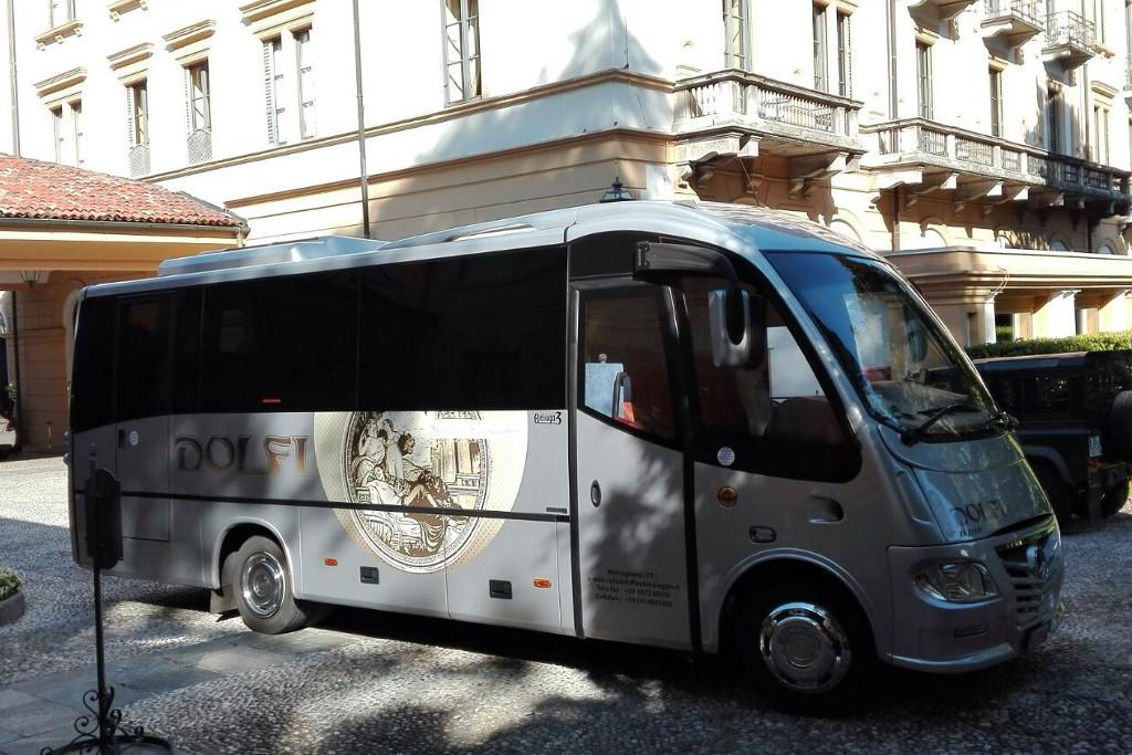 Autobus Beluga Dolfi Autonoleggio