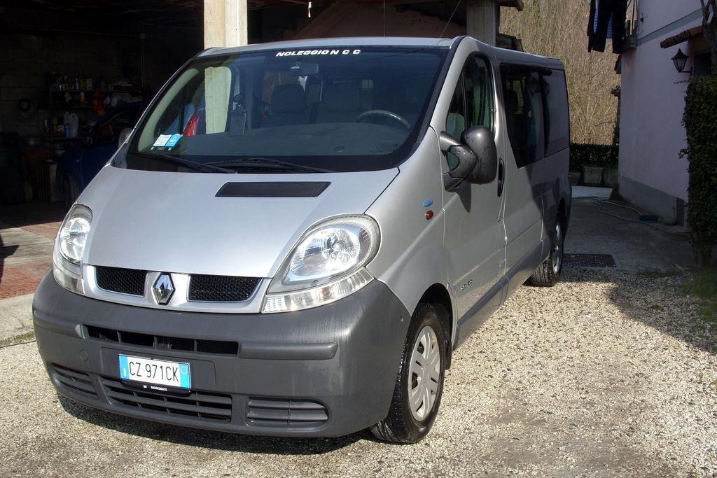 Minivan Renault trafic Dolfi Autonoleggio